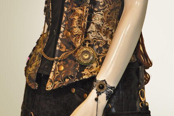 mephista-steampunk-gilet-jupe-accessoires-uhr-ring-tasche-03-16